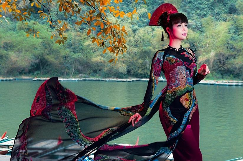 Chị em Mai Thu Huyền 'ma mị huyền ảo' trong trang phục áo dài