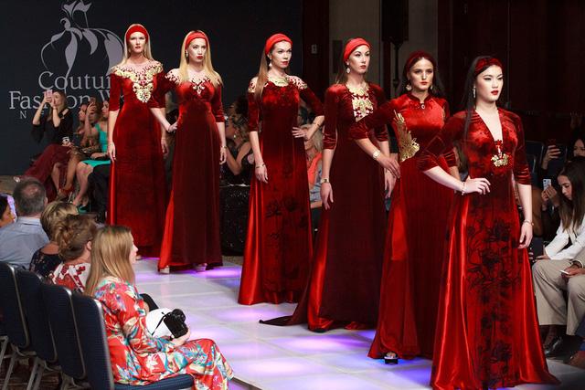 NTK áo dài cho CT Quốc Hội Kim Ngân mở màn thành công tại Tuần lễ thời trang New York