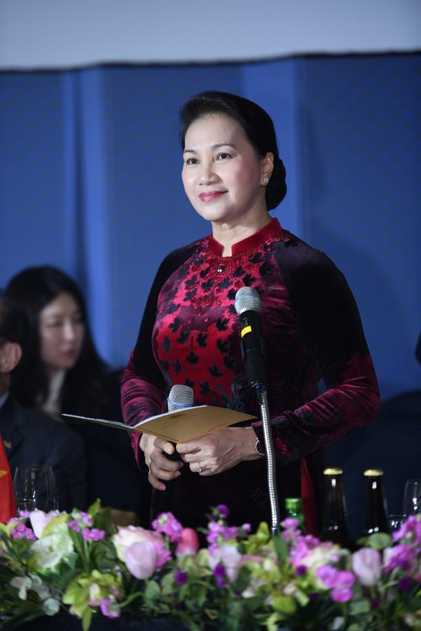 NTK Đỗ Trịnh Hoài Nam đã mang bộ sưu tập áo dài mang tên 'Hàn Quốc' trình diễn tại xứ sở kim chi.